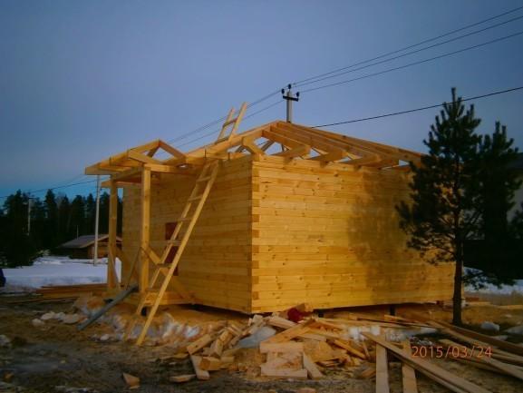 Одноэтажный домик с вальмовой крышей из профилированного бруса