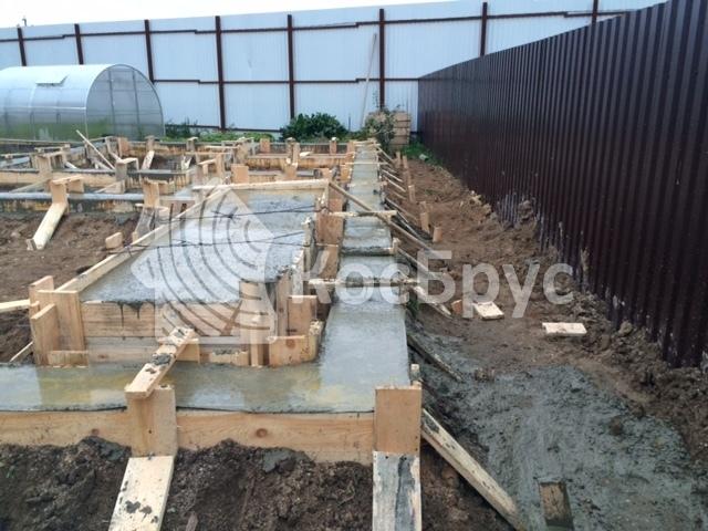izgotovlenie-lentochnogo-fundamenta-pod-banyu-iz-brusa-36