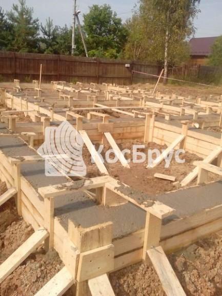 Изготовление ленточного фундамента под дом из бруса 8х8 м с использованием бетононасоса